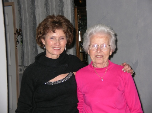 Photo of Elaine Pereira and Her Mom Betty. Photo Courtesy of Elaine Pereira.