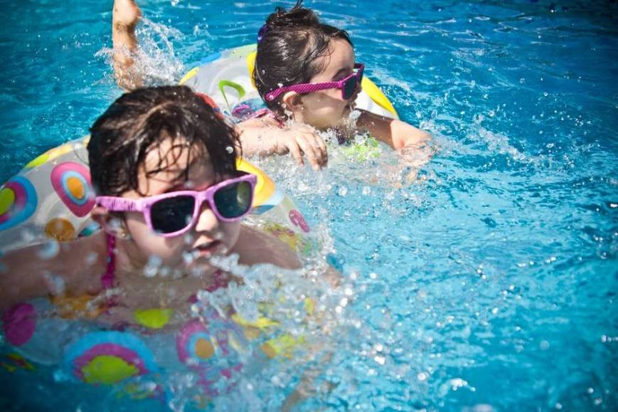 Prevent swimmer's ear with ear plugs